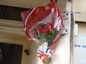 Bd Dugommier, Plque louise Michel sur l'entrée de l'hôtel DUC (ex Hôtel Oasis).