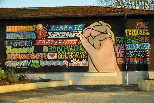L'art mis au pilorie par l'Etat à Billère (64) : « la fresque des expulsés » va se multiplier avant sa destruction !