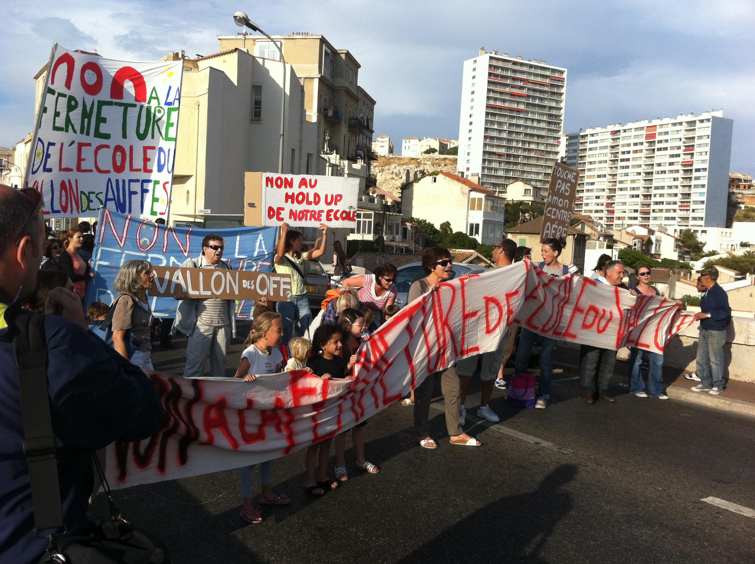 Tous ensembles contre la fermeture de l'école du Vallon des Auffes !