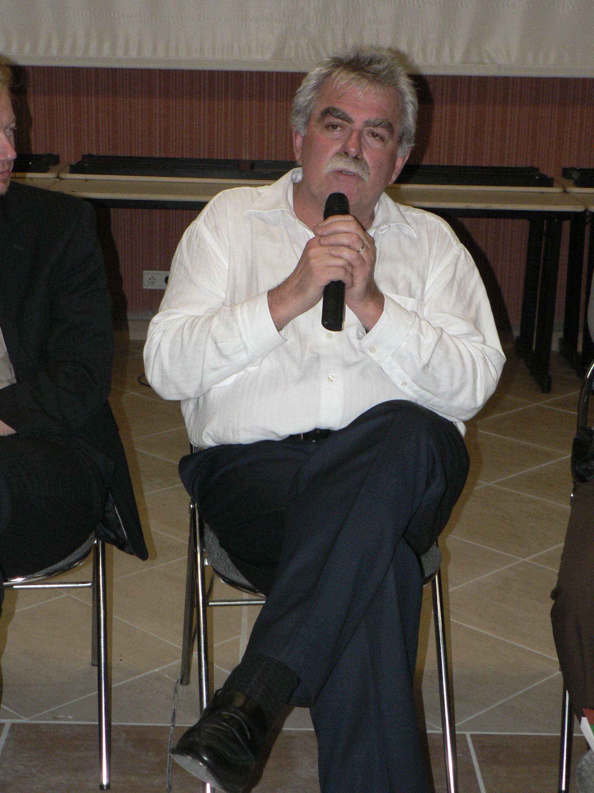 (7)  Résultats de la consultation des communistes pour 2012: déclaration d'André Chassaigne !