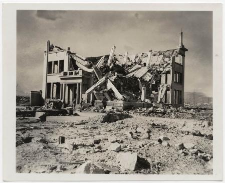 6 & 9 août 1945 les USA détourne l'atome civil au profit d'un feu nucléaire sur le japon !