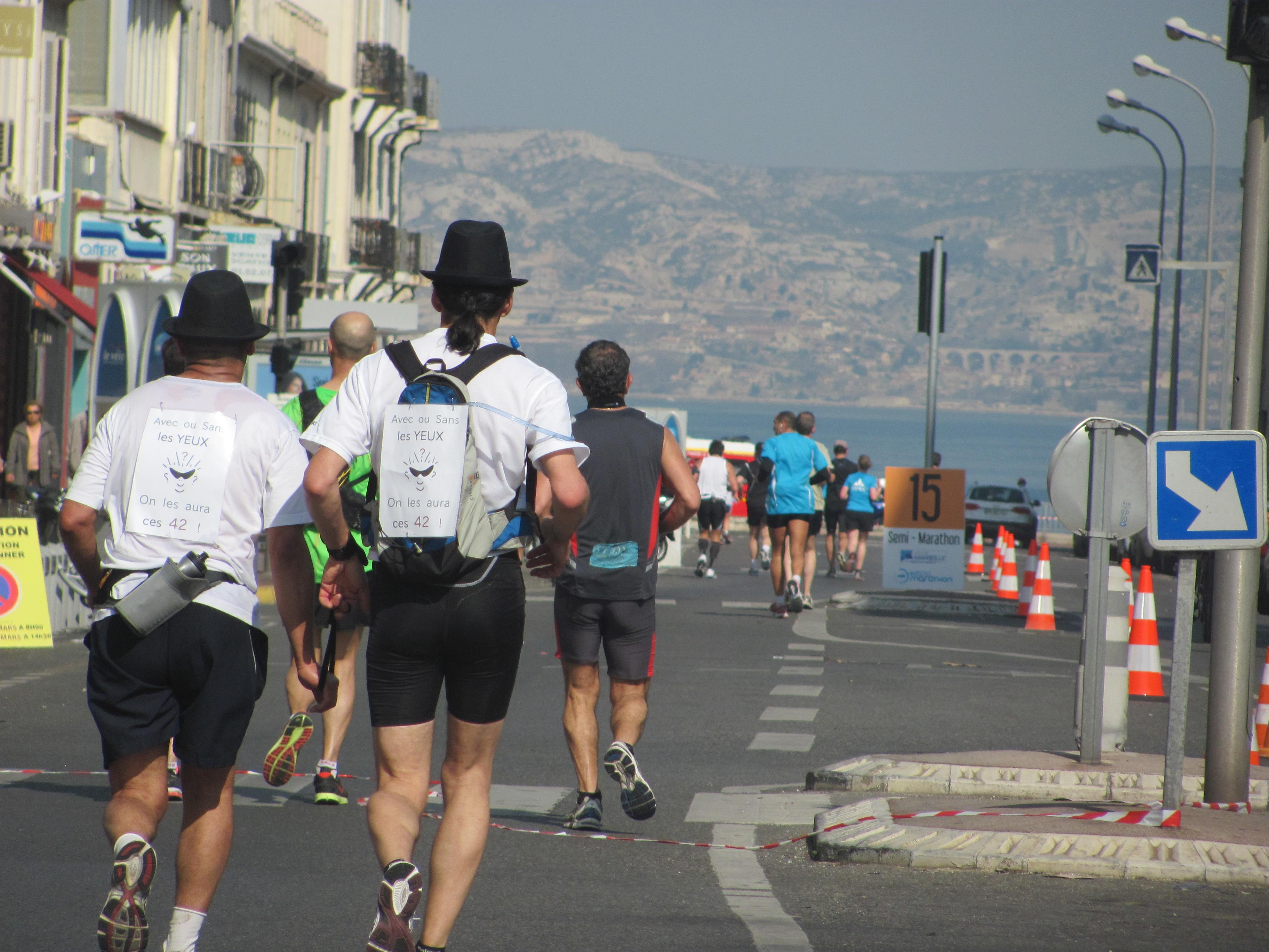 En direct de la Corniche : Quatrième édition du Marseille Marathon.