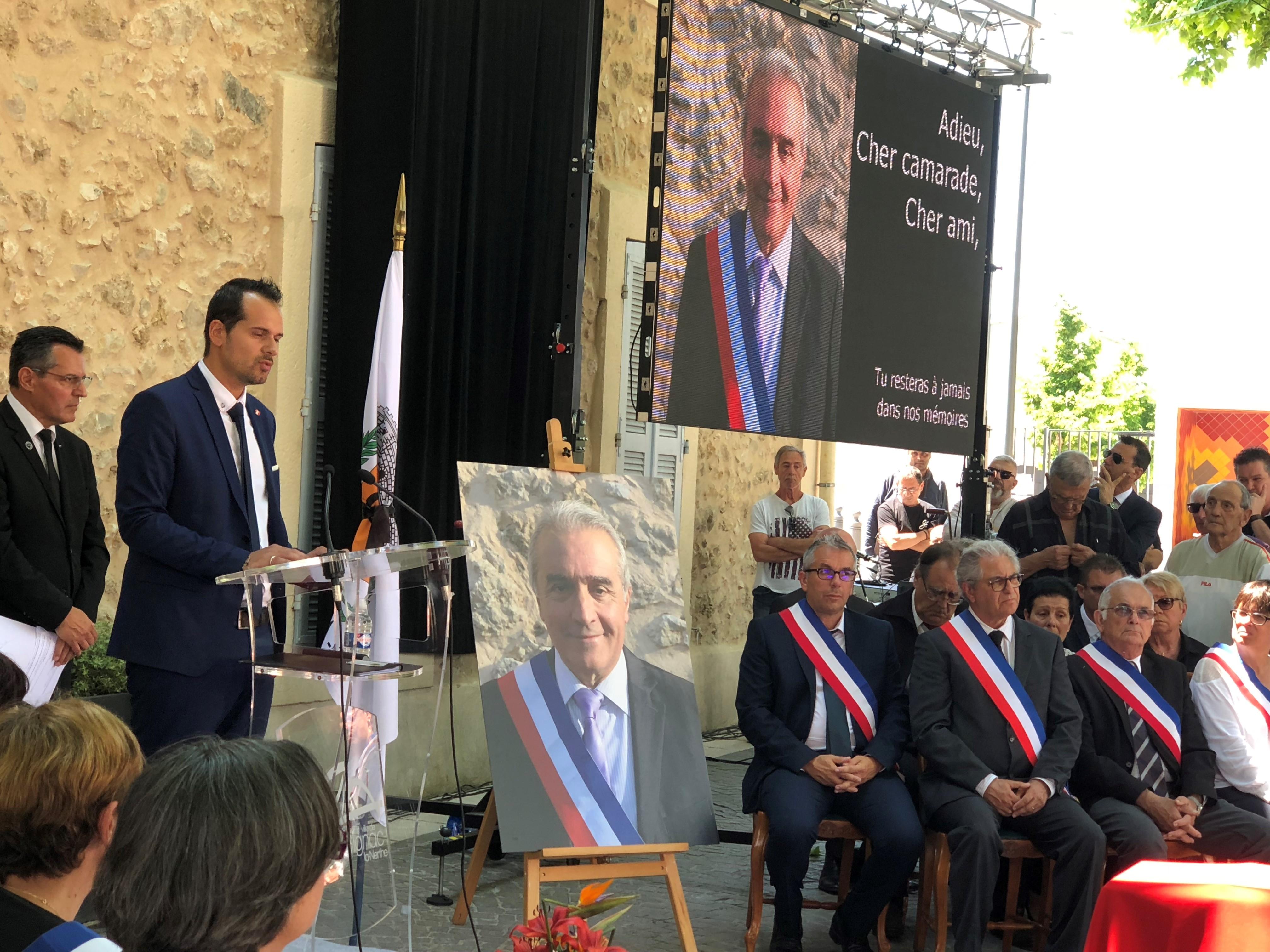 Hommage à Alain CROCE devant la mairie de Gignac le Nerthe