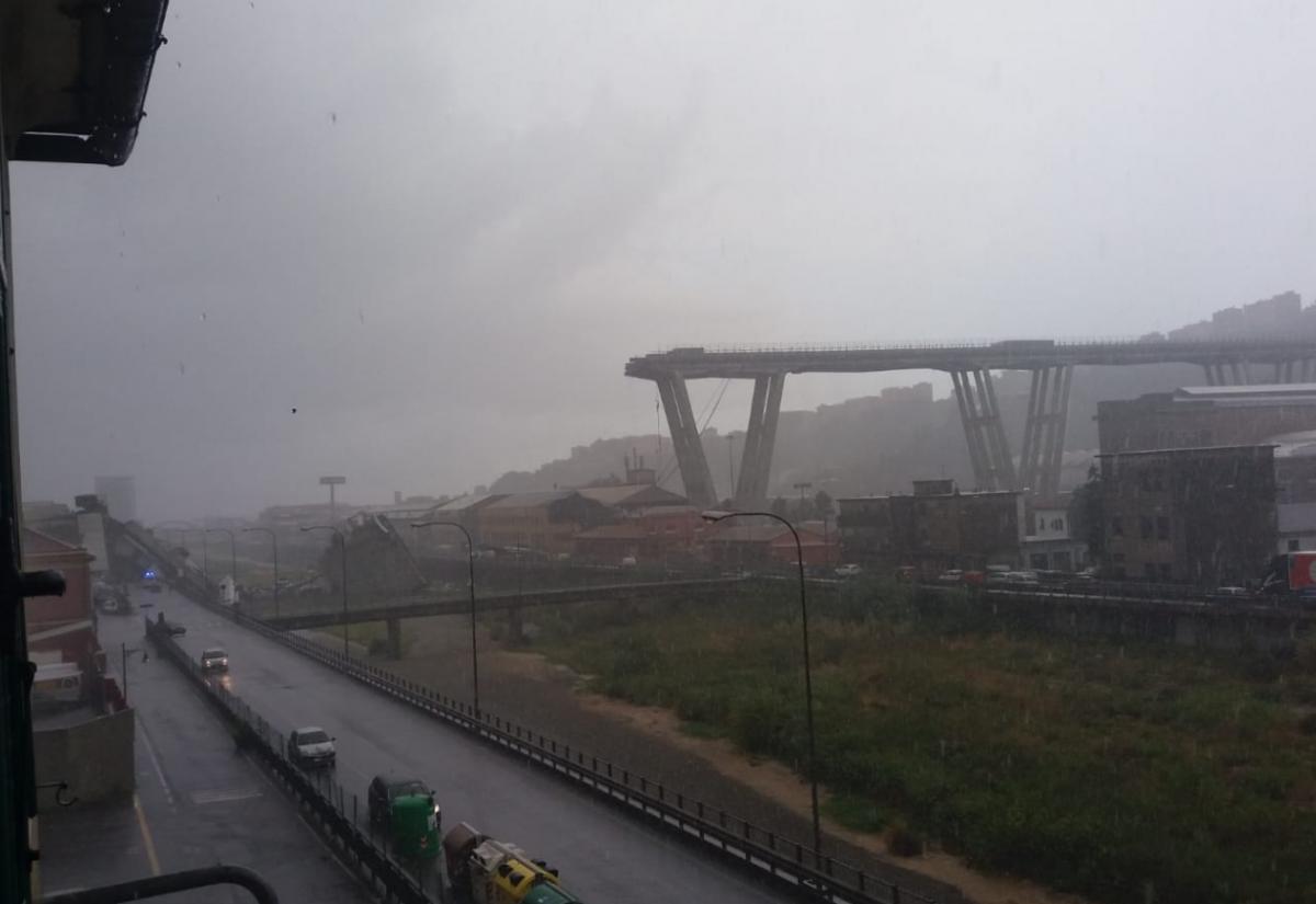 Italie : un viaduc de l'autoroute A10 s'écroule à Gênes. Nos amis Ulysse et Christine sont passés au travers.  Solidarité avec les Gênois !