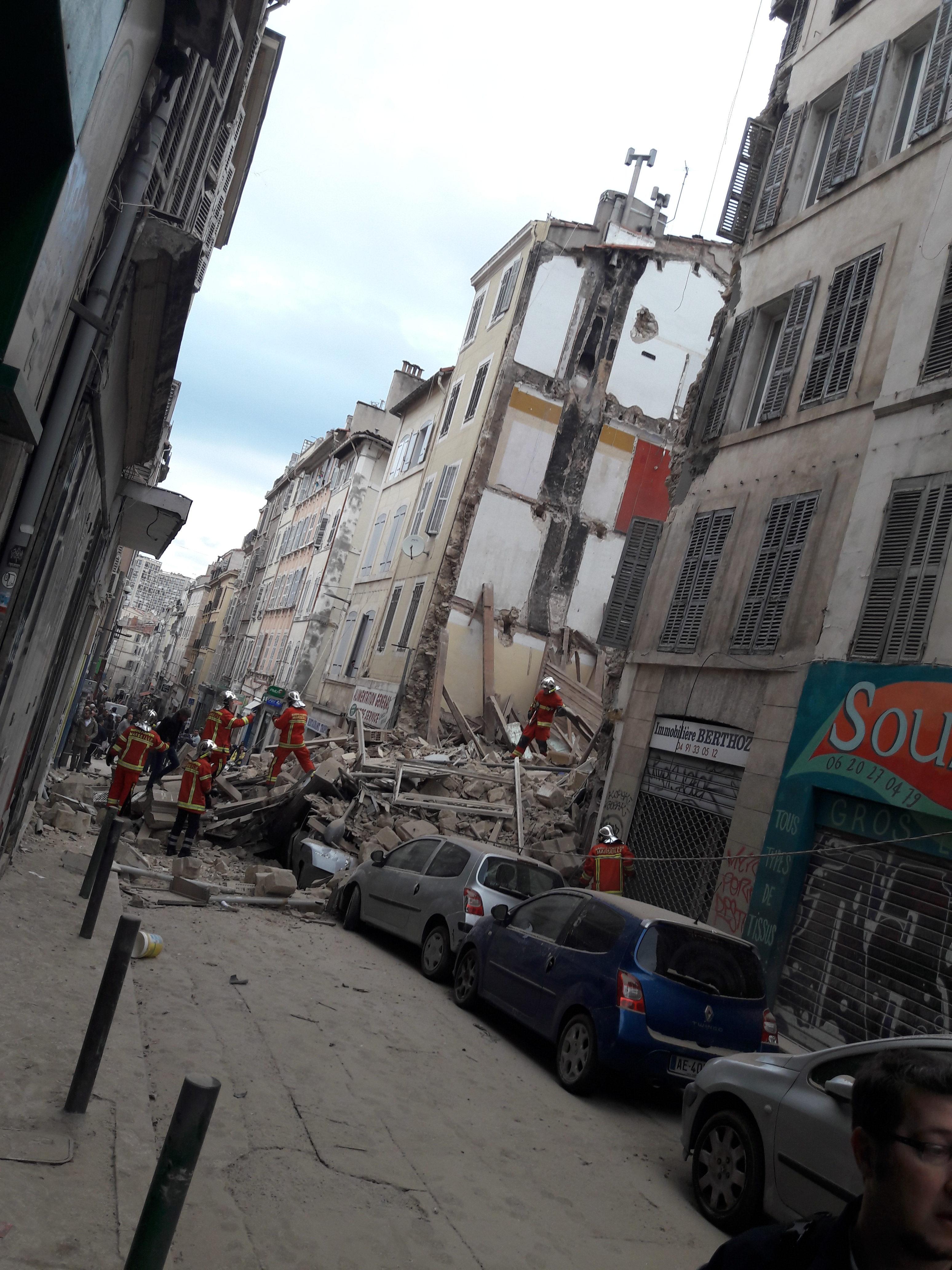 «La marche de la colère» organisée ce mercredi 14 novembre par le «Collectif du 5 novembre» a réuni 8.000 personnes à Marseille, 10 jours après l'effondrement des immeubles rue d'Aubagne.
