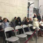 Le public reste attentif aux débats.
