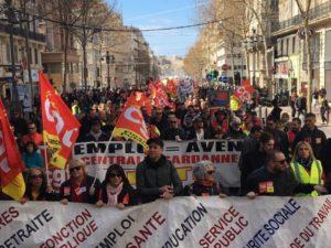 dans la rue contre la politique de Macron