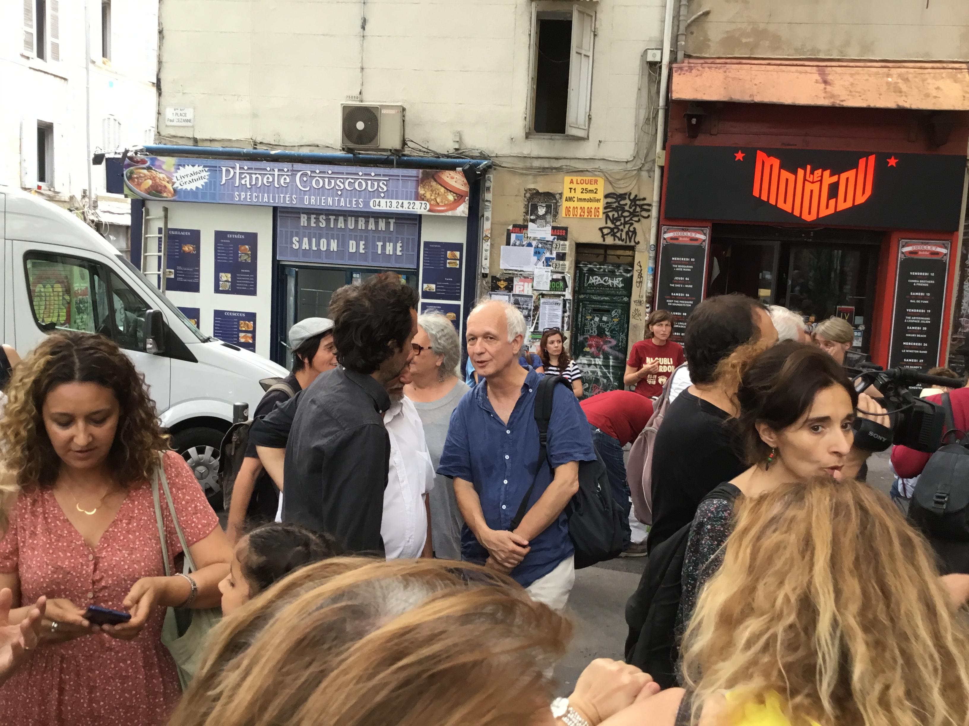 Charte du relogement : Signature Place Paul Cézanne par les associations, collectifs et les délogés !