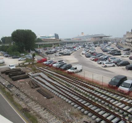 (2) Déambulations Automnales : Venise, entre 1,4 et 1,5 millions de croisiéristes débarquent chaque année. Ce n'est pas un modèle à suivre pour Marseille !