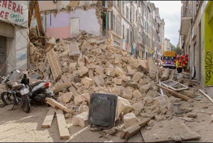 5 Novembre 2018 «effondrement  rue d'Aubagne»  : Ce n'est pas la pluie – Reportage dessiné 5 novembre 2018 – 5 novembre 2019