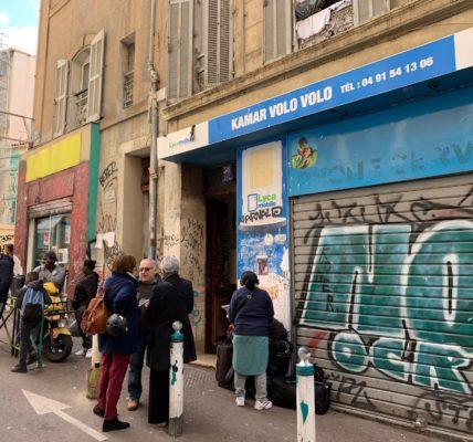Samedi  8 février au 58 Rue d'Aubagne : Plusieurs familles viennent d'être délogés pour des motifs de fissures dans les sous-bassement de l'immeuble.