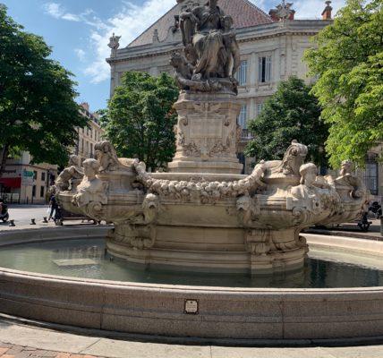 (1) Forum Alternatif Mondial de l'EAU : FAME 2021- La place de l'eau dans l'espace public – Expression artistique de Céline HachBé à l'Atelier des Arts et lancement du Parcours des fontaines publics avec le MNLE.