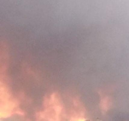 Dernière minute en direct de la Côte Bleue : Incendie gigantesque sur Martigues vue de Sausset les Pins – –