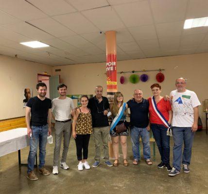 (17) Municipales 2e tour : En attendant de fêter l'élection de Sophie CAMARD au poste de maire de la Mairie du 1er secteur, on félicite les nouveaux élus présents à la Maison du Peuple de Vauban